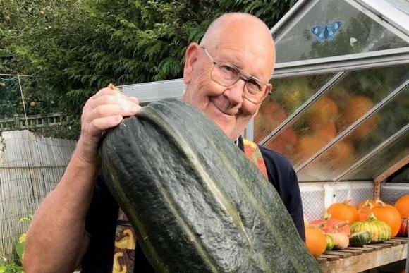 Фермер просто выложил в Твиттер фото своего урожая. Теперь он работает с Gucci фото, иллюстрация