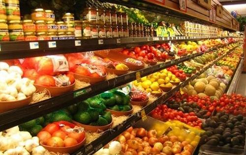 Порівняльні ціни на фрукти в Польщі та Україні фото, ілюстрація