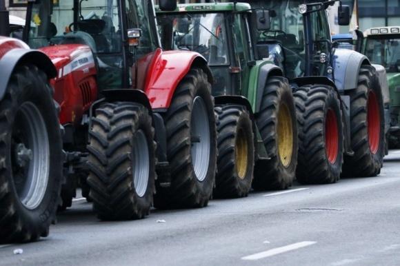 Аграрии призывают Минагропрод и МВД разрешить беспрепятственное использование автодорог фото, иллюстрация
