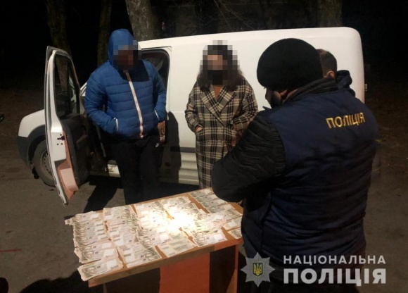 Поліцейські викрили посадовця селекційної станції в отриманні хабаря за продаж овочів фото, ілюстрація