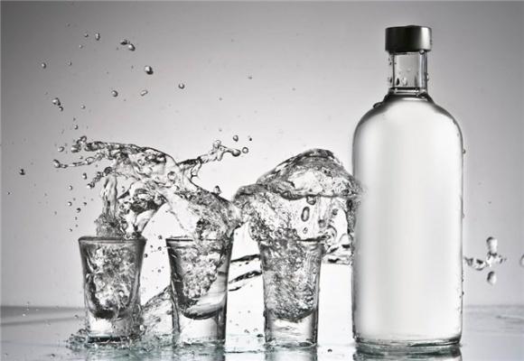 В АМКУ заявили, что ограничение продаж алкогольных напитков может навредить конкуренции фото, иллюстрация