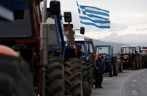У Греції сотні фермерів на тракторах заблокували одну з національних трас фото, ілюстрація