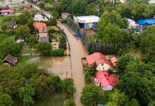 Сильні зливи спричинили численні підтоплення на півдні Польщі фото, ілюстрація