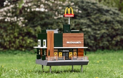 McDonald's відкрив «найменший» ресторан для бджіл фото, ілюстрація