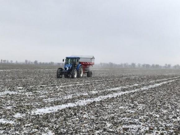 Аграрії південних областей почали активно підживлювати посіви озимини фото, ілюстрація