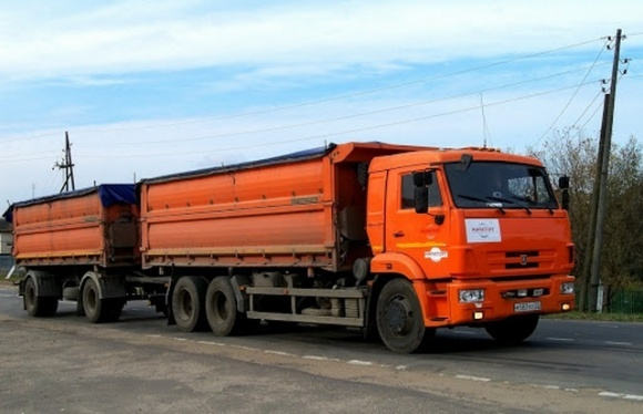На Запоріжжі стягнуть 100 тис. грн з перевізника, що псував дороги перевантаженими зерном фурами фото, ілюстрація