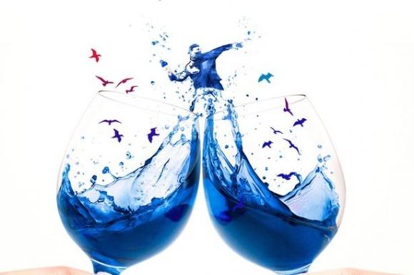 Іспанці створили перше в світі вино синього кольору фото, ілюстрація