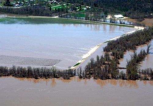 Наводнения на Среднем Западе США нанесли огромный ущерб запасам кукурузы и сои фото, иллюстрация