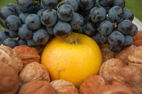 Завоювання ринків близького сходу Україна може почати з яблук, ягід та горіхів фото, ілюстрація