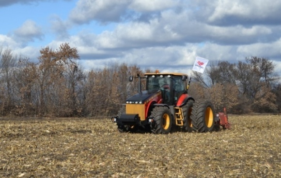 В Україні пройшов демотур трактора VERSATILE 370 фото, ілюстрація