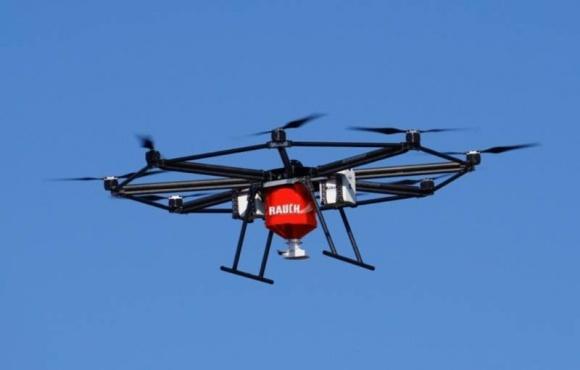 Создан дрон для внесения удобрений фото, иллюстрация