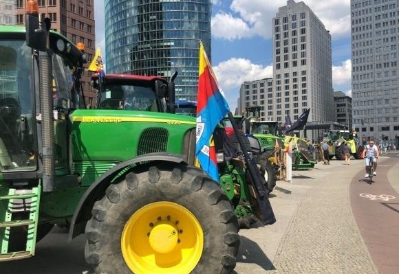 У Берліні мітингували фермери, автобусні компанії та екозахисники фото, ілюстрація