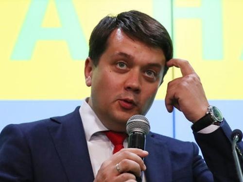 """Решение вопроса о рынке земли в Украине может снизить поддержку партии """"Слуга народа"""", - Разумков фото, иллюстрация"""
