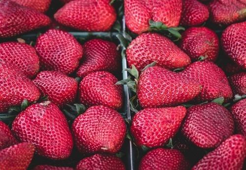Украинская земляника (клубника) остается единственной ягодой, цены на которую за год снизились фото, иллюстрация