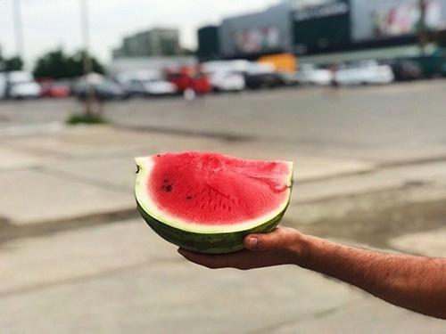 Імпортери з Узбекистану відкрили сезон кавунів в Західній Україні фото, ілюстрація
