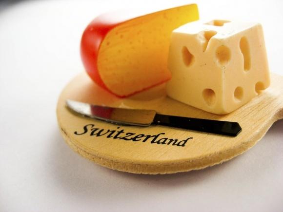Швейцарцы создали часы из сыра за €933 тыс. фото, иллюстрация