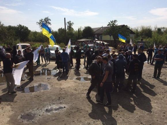 Учасників збройного нападу на елеватор на Харківщині відпустять під заставу фото, ілюстрація