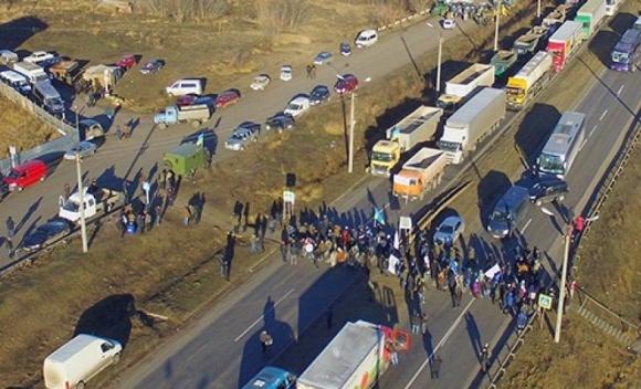 Аграрии снова угрожают перекрытием автомагистралей фото, иллюстрация