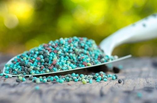 Аграрії забезпечені мінеральними добривами на 108% фото, ілюстрація