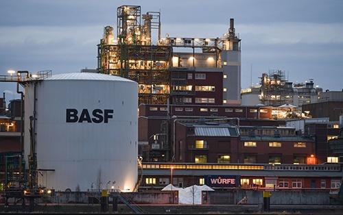 Цьогоріч BASF інвестує у дослідження близько 900 млн євро фото, ілюстрація