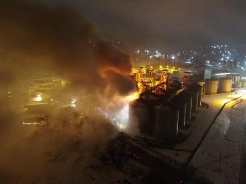 Під Львовом загорівся завод одного з найбільших виробників рослинної олії фото, ілюстрація