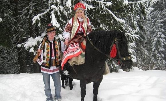 Новогодние традиции фермеров: поздравления для коров и постукивание хлебом фото, иллюстрация