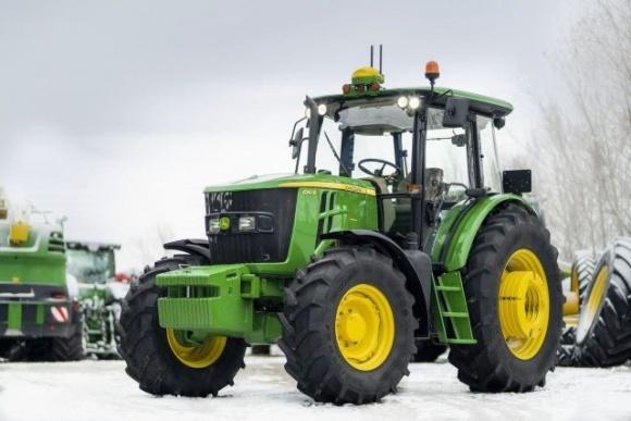 John Deere представляє новий трактор 6140B фото, ілюстрація