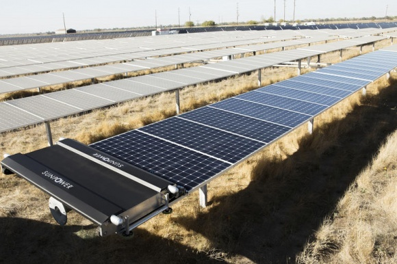 Нові сонячні ферми: і електрика, і город фото, ілюстрація
