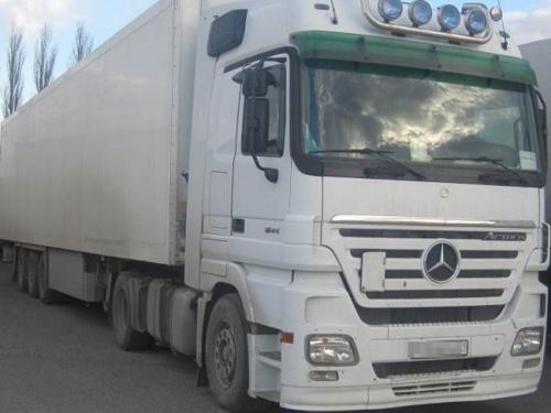 В Україну намагались ввезти овочі з Узбекистану на вантажівках з фальшивими номерами фото, ілюстрація
