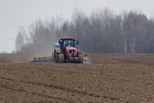 Через погодні умови в аграріїв затягується посівна фото, ілюстрація