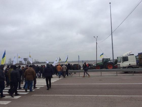 Аграрии заблокировали автомагистрали из-за принятых законодательных актов фото, иллюстрация
