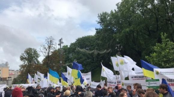 Кабмін Зеленського в Києві аграрії атакували вилами, і Ляшко тут ні до чого фото, ілюстрація