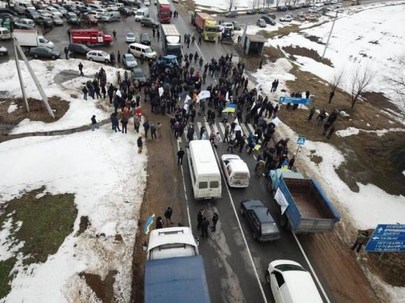 """20 березня аграрії вийдуть на акцію протесту з перекриттям автошляхів через """"соєві правки"""" фото, ілюстрація"""