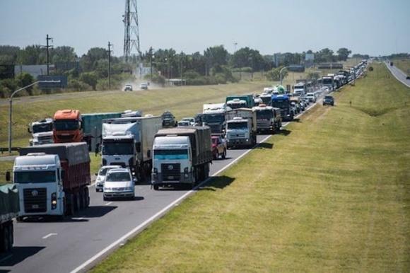 Снова страдает агроэкспорт — акции протеста в Аргентине подхватили автоперевозчики фото, иллюстрация
