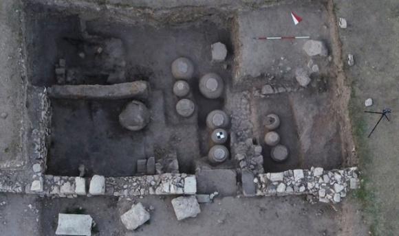 Археологи откопали склад с зерном, которому более тысячи лет фото, иллюстрация