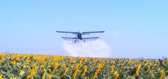 Державна авіаційна служба видала лист, у якому вимагає наявності чинних сертифікатів під час  обробки  полів  культур з повітря фото, ілюстрація