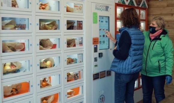 С помощью специальных шкафов-автоматов французские фермеры продают до 40% свежих овощей фото, иллюстрация