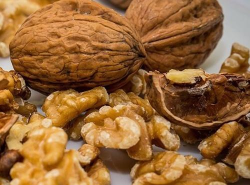Сезон орехов: украинцам их продают от 35 грн. до 180 грн. за кило фото, иллюстрация