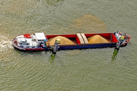 Перевезення зерна по Дніпру зменшилися фото, ілюстрація