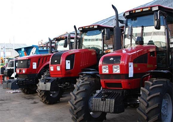 Україна і Білорусь домовились разом збирати трактори та комбайни фото, ілюстрація