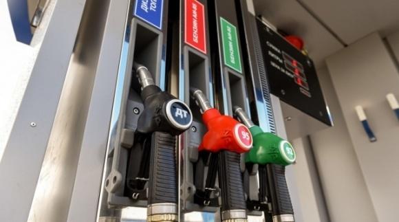 Дешевого бензину не буде, — експерт про рекордне падіння цін на нафту фото, ілюстрація