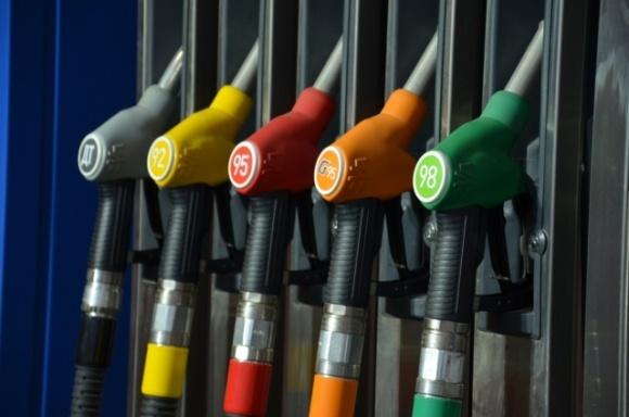 Большие сети АЗС снизили цены на топливо на 1 гривну фото, иллюстрация