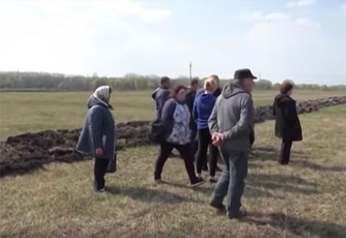 50 жителів села Локнисте Менського району вийшли протестувати на трасу Мена-Чернігів фото, ілюстрація