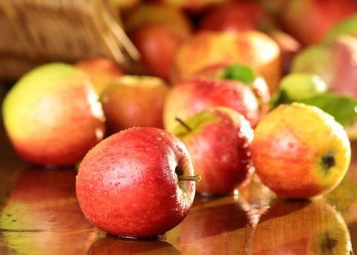В Україні та Польщі дорожчають яблука фото, ілюстрація