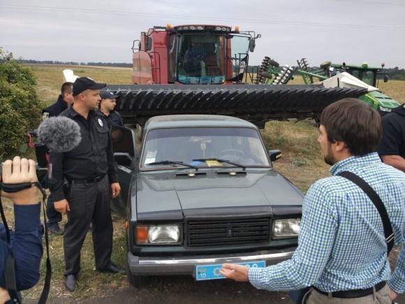 Антирейдерський штаб Київщини рекомендував поліції зупинити збирання врожаю рейдерами фото, ілюстрація