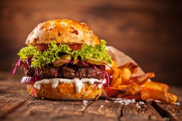 Швейцарская торговая сеть Coop будет продавать бургеры из мучных червей фото, иллюстрация