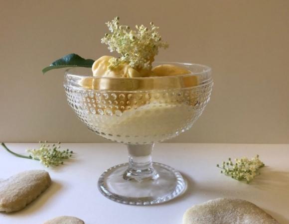 «Морозиво з квітів» — львівський фермер виготовляє незвичний смаколик фото, ілюстрація