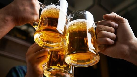Украинцы отказались от дорогого алкоголя в пользу пива и вина фото, иллюстрация
