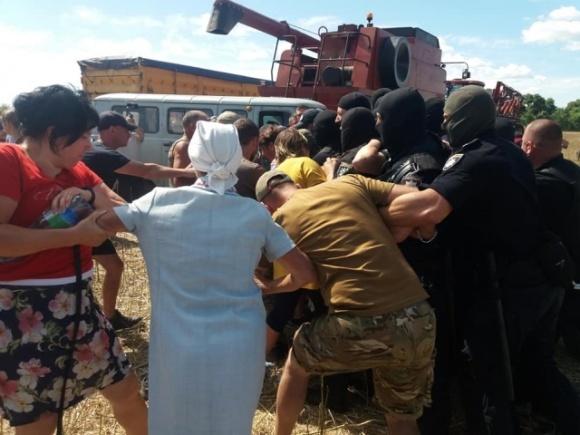 На Чернігівщині поліція допомагає рейдерам забирати урожай у фермерів фото, ілюстрація