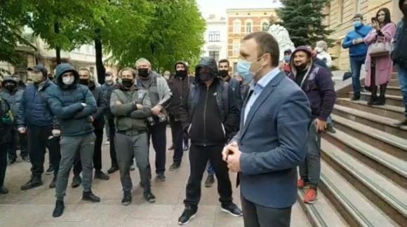Предприниматели продуктовых рынков вновь вышли на протест у Черновицкой ОГА фото, иллюстрация